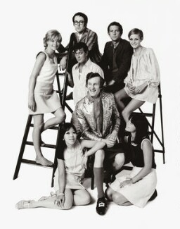 'In' Group (Susannah York; Miranda Chiu; Peter S. Cook; Joe Orton; Michael Fish; Sir Tom Courtenay; Lucy Fleming; Twiggy, by Thomas Patrick John Anson, 5th Earl of Lichfield, 18 July 1967 - NPG x128490 - © Lichfield