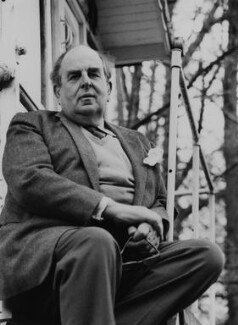 Robert Morley, by Godfrey Argent - NPG x165955