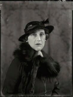 Victoria Lily Hegan Ponsonby (née Kennard), Lady Sysonby, by Bassano Ltd - NPG x151431
