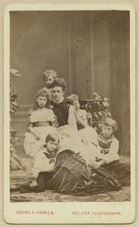 Alexandra of Denmark with her children, by Georg Emil Hansen, August 1874 - NPG x131190 - © National Portrait Gallery, London
