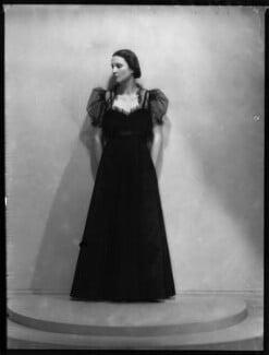Lady Mary Beatrice Alexander (née Thynne), by Bassano Ltd, 4 April 1939 - NPG x154076 - © National Portrait Gallery, London