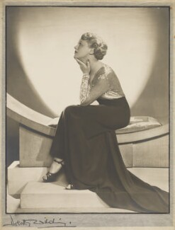 Edna Best, by Dorothy Wilding - NPG x26075