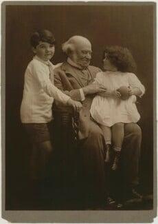 Hardinge Stanley Giffard, 1st Earl of Halsbury and his grandchildren, by (Mary) Olive Edis (Mrs Galsworthy), 1914 - NPG x131721 - © National Portrait Gallery, London