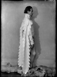 John Gielgud as Richard II in 'Richard of Bordeaux', by Yvonne Gregory, 20 January 1933 - NPG x132021 - © estate of Yvonne Gregory / Camera Press