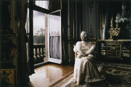 Queen Elizabeth II, by Annie Leibovitz - NPG P1314