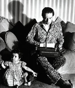 Kenneth Peacock Tynan with his daughter Tracy Tynan, by Elsbeth R. Juda, 1953 - NPG x132540 - © Elsbeth R. Juda / V&A Images