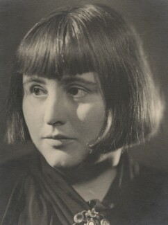 Margery Allingham, by Howard Coster, 1936 - NPG x2396 - © National Portrait Gallery, London