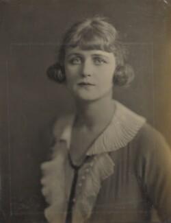 Moyna Macgill (Charlotte Lillian McIldowie), by Howard Instead - NPG Ax24975