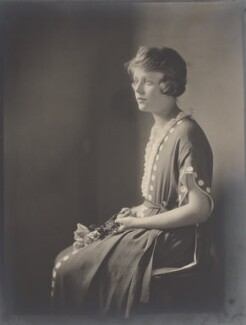 Edna Best, by Howard Instead - NPG Ax24980