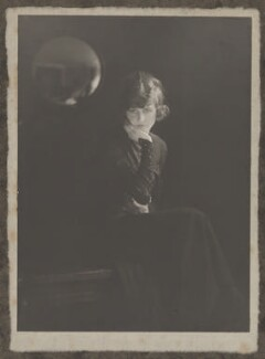 Moyna Macgill (Charlotte Lillian McIldowie), by Howard Instead - NPG Ax25007