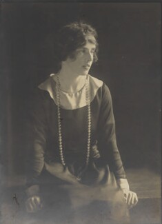 Lady Doris Vyner (née Gordon-Lennox), by Howard Instead - NPG Ax25009