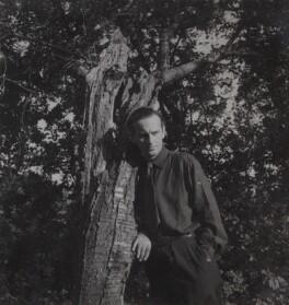 Graham Sutherland, by Francis Goodman, 1946 - NPG Ax39627 - © National Portrait Gallery, London