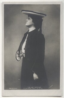 Gertrude Elliott as Maisie in 'The Light That Failed', by Lizzie Caswall Smith, published by  Rotary Photographic Co Ltd, 1903 - NPG Ax45904 - © National Portrait Gallery, London