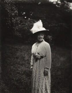 Vane Featherston, by Mrs Albert Broom (Christina Livingston) - NPG x1137