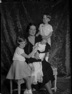 Astrid, Queen of the Belgians with her children, by Vandyk, 28 June 1934 - NPG x130237 - © National Portrait Gallery, London