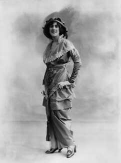 Dame (Esmerelda) Cicely Courtneidge, by Bassano Ltd - NPG x19283