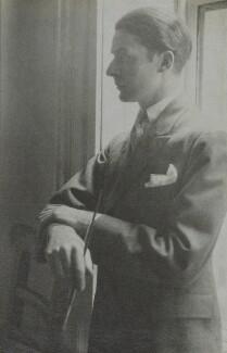 Edward McKnight Kauffer, by Howard Coster, 1927 - NPG Ax2279 - © National Portrait Gallery, London