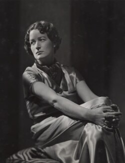 Jane Oliver (Helen Christina Easson Rees), by Howard Coster - NPG x22835
