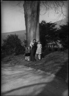Daphne Winifred Louise Thynne (née Vivian)  and her four children, by Bassano Ltd, 8 April 1938 - NPG x30735 - © National Portrait Gallery, London
