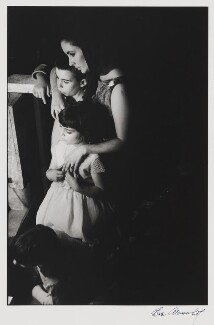 Dame Elizabeth Taylor with her children (Michael Wilding Jr, Christopher Wilding and Liza Todd), by Eve Arnold - NPG P767