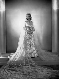 Queen Elizabeth II, by Dorothy Wilding, November 1947 - NPG  - © William Hustler and Georgina Hustler / National Portrait Gallery, London