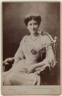 Mary Victoria (née Leiter), Lady Curzon of Kedleston, by Bourne & Shepherd, published by  London Stereoscopic & Photographic Company - NPG x3817
