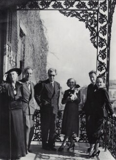 Group including Edith Sitwell; Philip Steegman; Sir Osbert Sitwell; Elizabeth Steegman, by Unknown photographer - NPG x4295