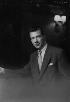 Max Bygraves, by Lenare - NPG x4447