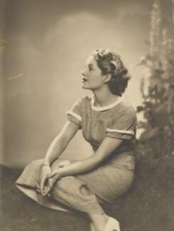 Dorothy Hyson, by Dorothy Wilding - NPG x46501