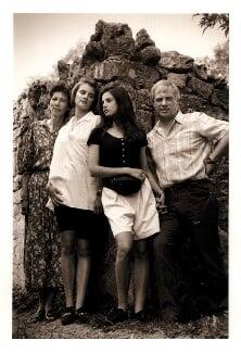 Chris Patten and his family, by Jillian Edelstein - NPG x45377