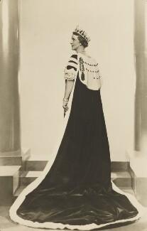 Nancy Astor, Viscountess Astor, by Dorothy Wilding, 1937 - NPG x4360 - © William Hustler and Georgina Hustler / National Portrait Gallery, London