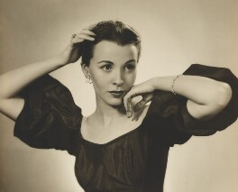 Claire Bloom, by Dorothy Wilding, 1952 - NPG x4401 - © William Hustler and Georgina Hustler / National Portrait Gallery, London