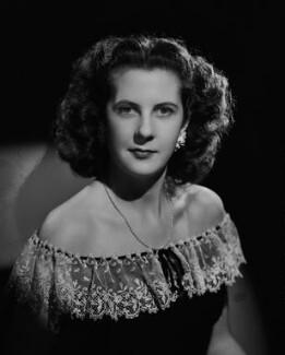 Hon. Gloria Mary Bearman (née Curzon), by Bassano Ltd - NPG x73679