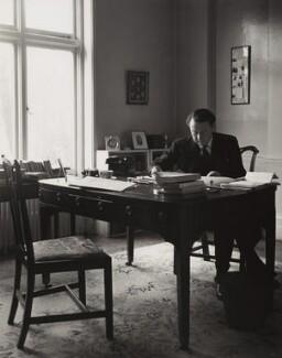 Hugh Todd Naylor Gaitskell, by Philippe Halsman, 1955 - NPG x76777 - © Philippe Halsman / Magnum Photos