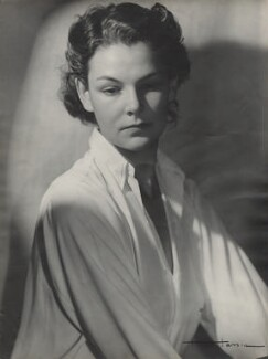 Elizabeth David, by Madame Hassia, 1943-1944 - NPG x7708 - © reserved; collection National Portrait Gallery, London