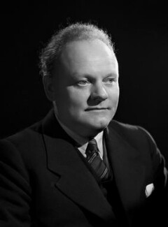 Victor Francis Yates, by Bassano Ltd, 10 June 1947 - NPG x77851 - © National Portrait Gallery, London