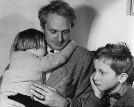 Stephen Spender with his two children Lizzie and Matthew, by Ida Kar - NPG x13799