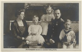 Prince Charles Edward, 2nd Duke of Albany and Duke of Saxe-Coburg and Gotha with his family, by Franz Langhammer - NPG x8741