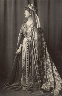 Priscilla Cecilia (née Moore), Countess Annesley as Queen Eleanor of Castile, by Henry Walter ('H. Walter') Barnett, 1904 - NPG x45398 - © National Portrait Gallery, London