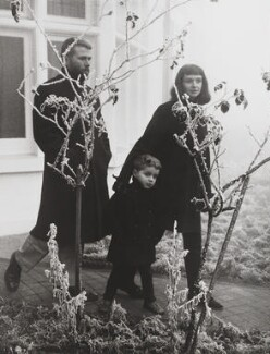 R.B. Kitaj with his wife, Elsi, and their son, Lem, by Lord Snowdon - NPG P797(55)