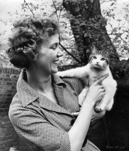 Gloria Jean Irene Dunn (née Hill), Lady Cottesloe, by Ida Kar, 1959 - NPG x88667 - © National Portrait Gallery, London
