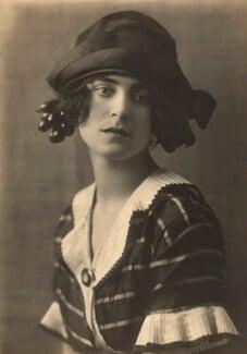 Harriet Cohen, by Dorothy Wilding - NPG x39293