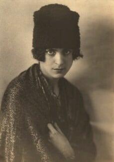 Harriet Cohen, by Dorothy Wilding - NPG x39294