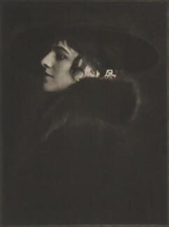 Mlle Raymonde Thuillier, by E.O. Hoppé, 1915 - NPG Ax132933 - © 2017 E.O. Hoppé Estate Collection / Curatorial Assistance Inc.