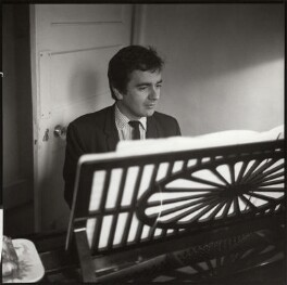 Dudley Moore, by Ida Kar, circa 1960 - NPG  - © National Portrait Gallery, London