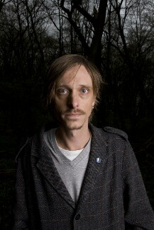 Mackenzie Crook, by Richard Cannon, 27 March 2009 - NPG  - © Richard Cannon / National Portrait Gallery, London