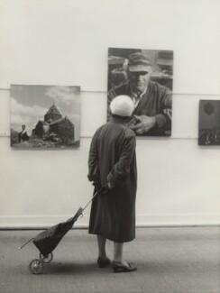 Visitor to Ida Kar's Whitechapel Art Gallery exhibition, by Anthony Panting - NPG x133329