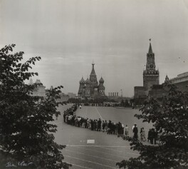 'Queue for Lenin's Mausoleum', by Ida Kar, 1957 - NPG  - © National Portrait Gallery, London