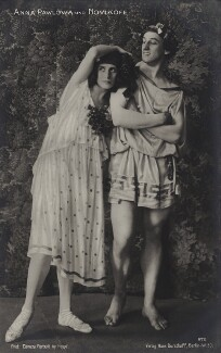 Anna Pavlova and Laurent Novikoff in 'Autumn Bacchanal', by E.O. Hoppé - NPG x134424