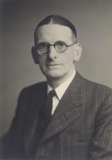 Sir William Llewelyn Davies, by Walter Stoneman - NPG x167037